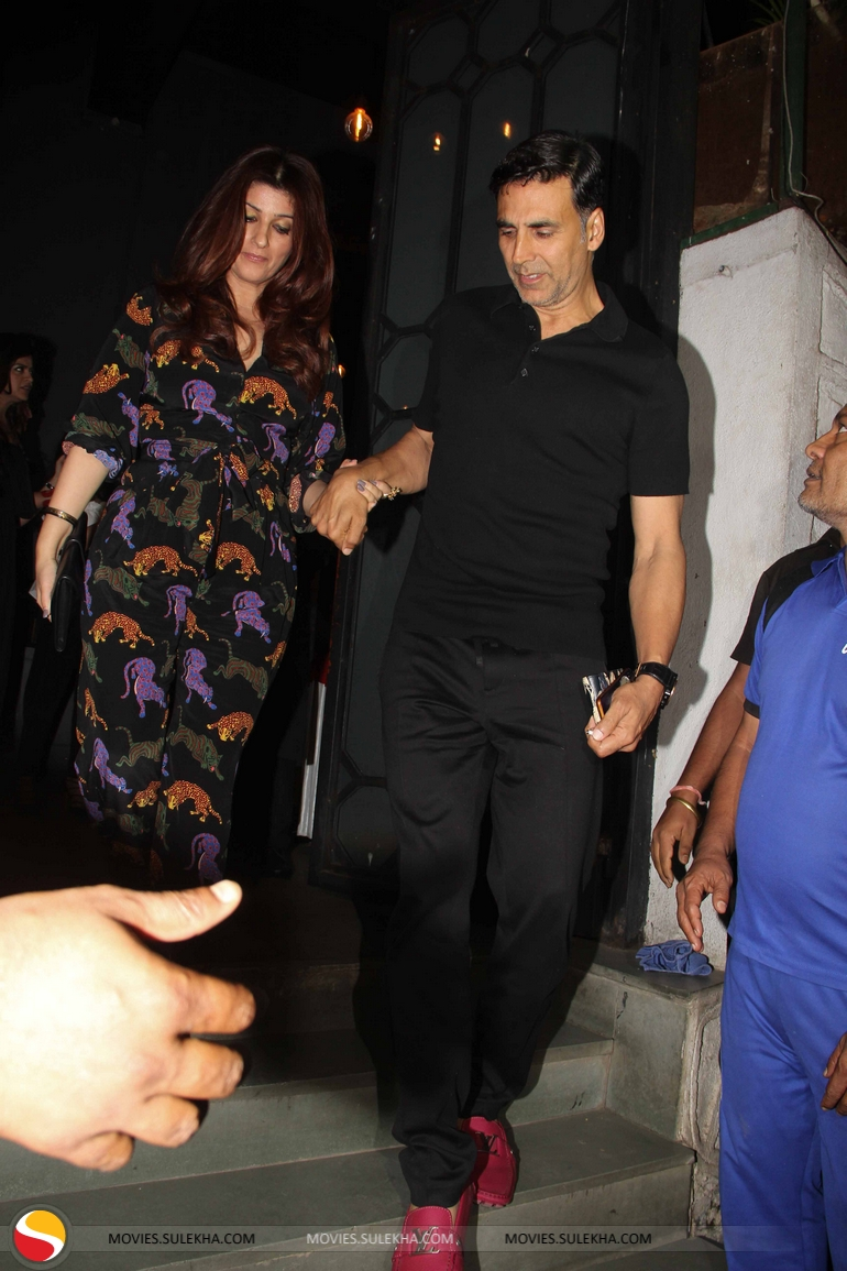 Page 12 Of Akshay Kumar Bobby Deol With Wife Others At Korner