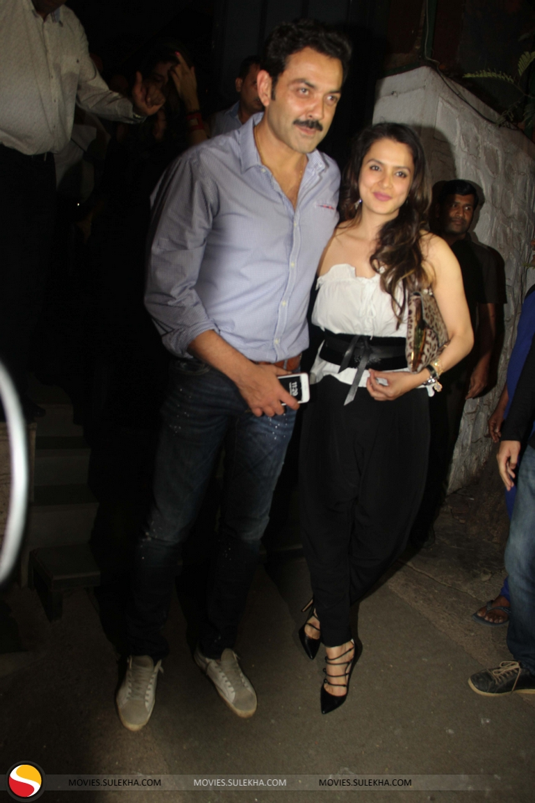 Page 2 Of Akshay Kumar Bobby Deol With Wife Others At Korner