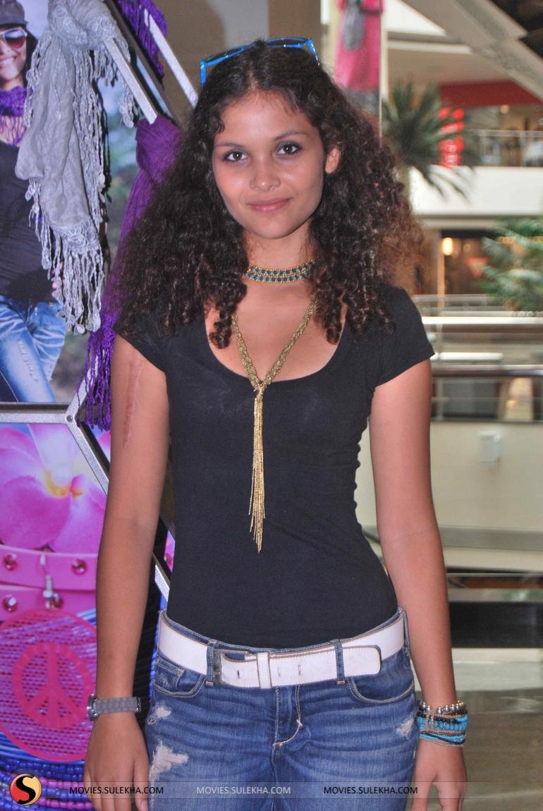 Ayesha Kapoor Nude Photos 3