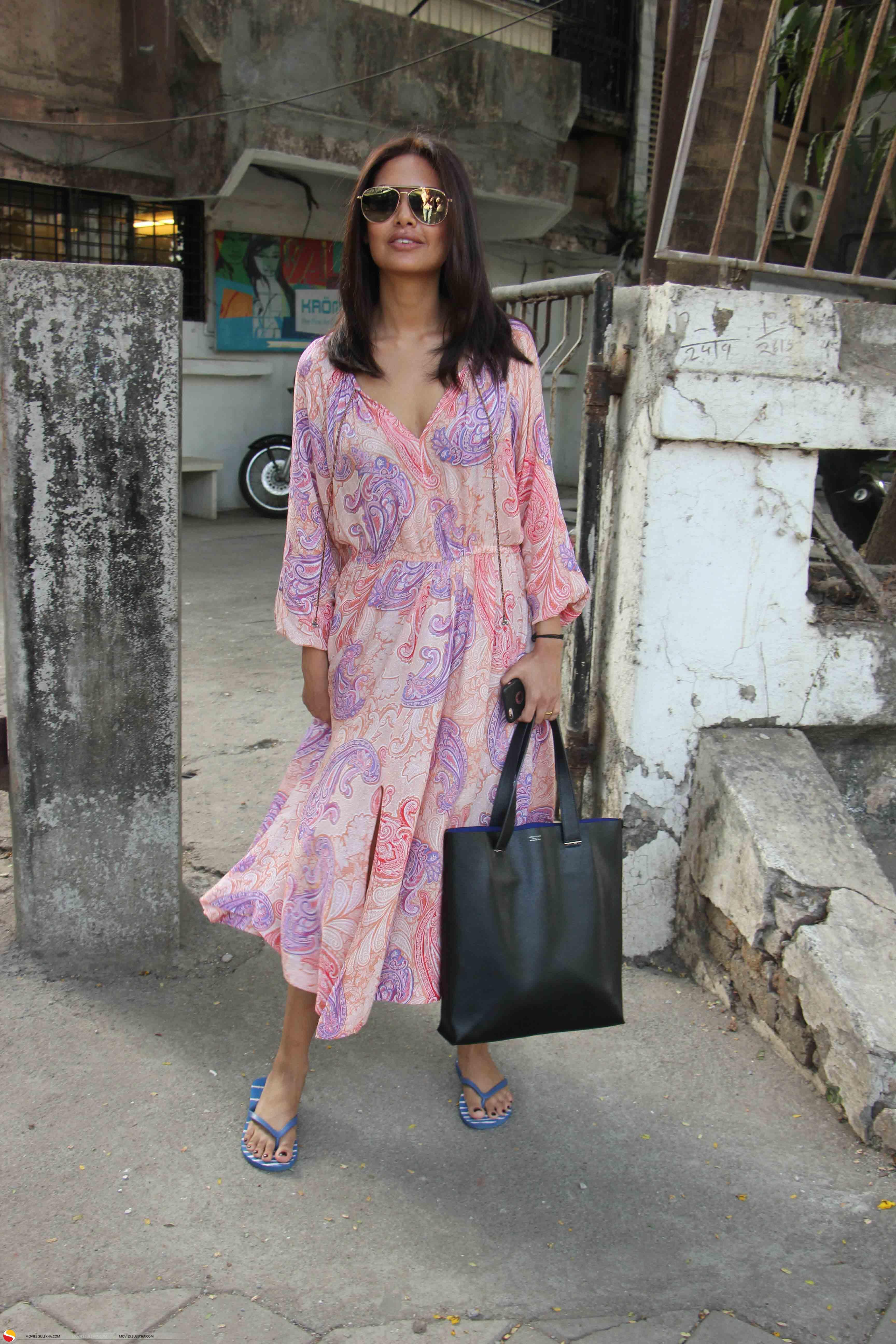 Esha Gupta goes nude | 3171495 | Bollywood News, Bollywood