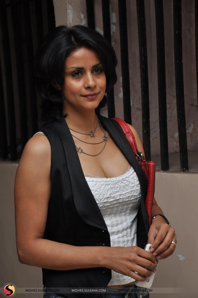 Gul Panag Nude Photos 19