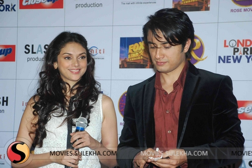 London Paris New York Star Cast Celebrate Valentine S Day Event