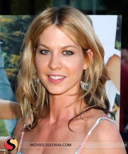 Jenna Elfman Sexy Photos Pics