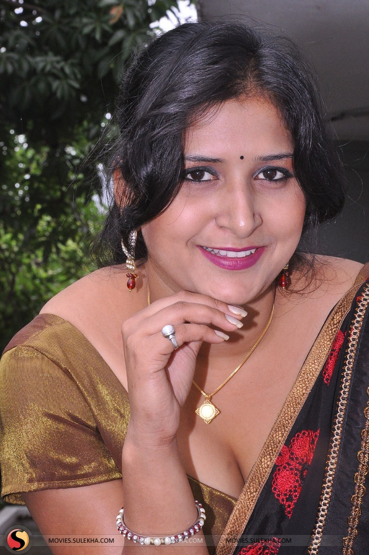 braless Khushboo naked photo 2017