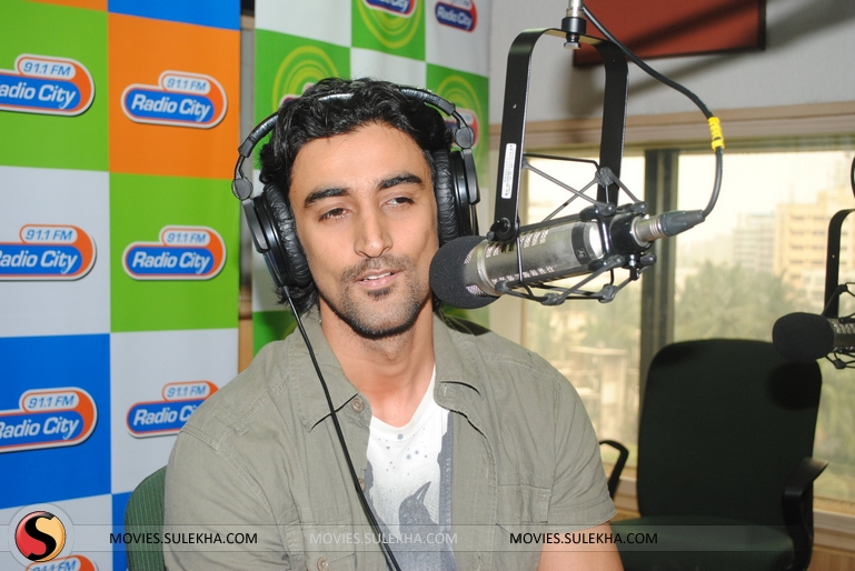 Page 1 Of Kunal Kapoor Promotes Lamhaa On Radio City 91 1 Fm Kunal Kapoor Promotes Lamhaa On Radio City 91 1 Fm Photos