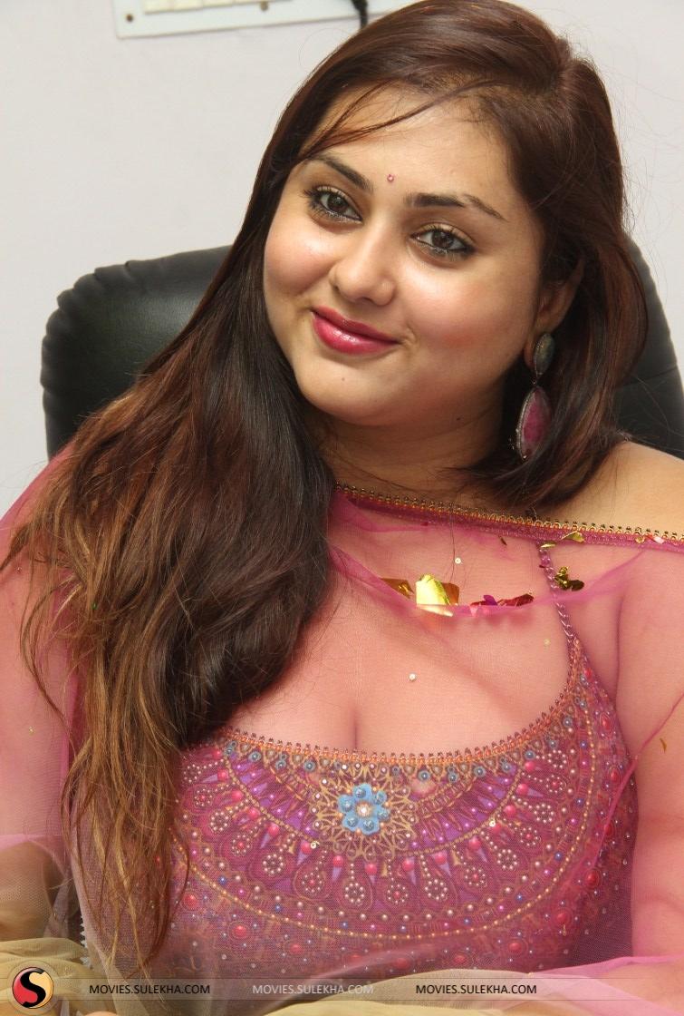 Actress namitha joins the aiadmk namithamovies namitha thecheapjerseys Choice Image