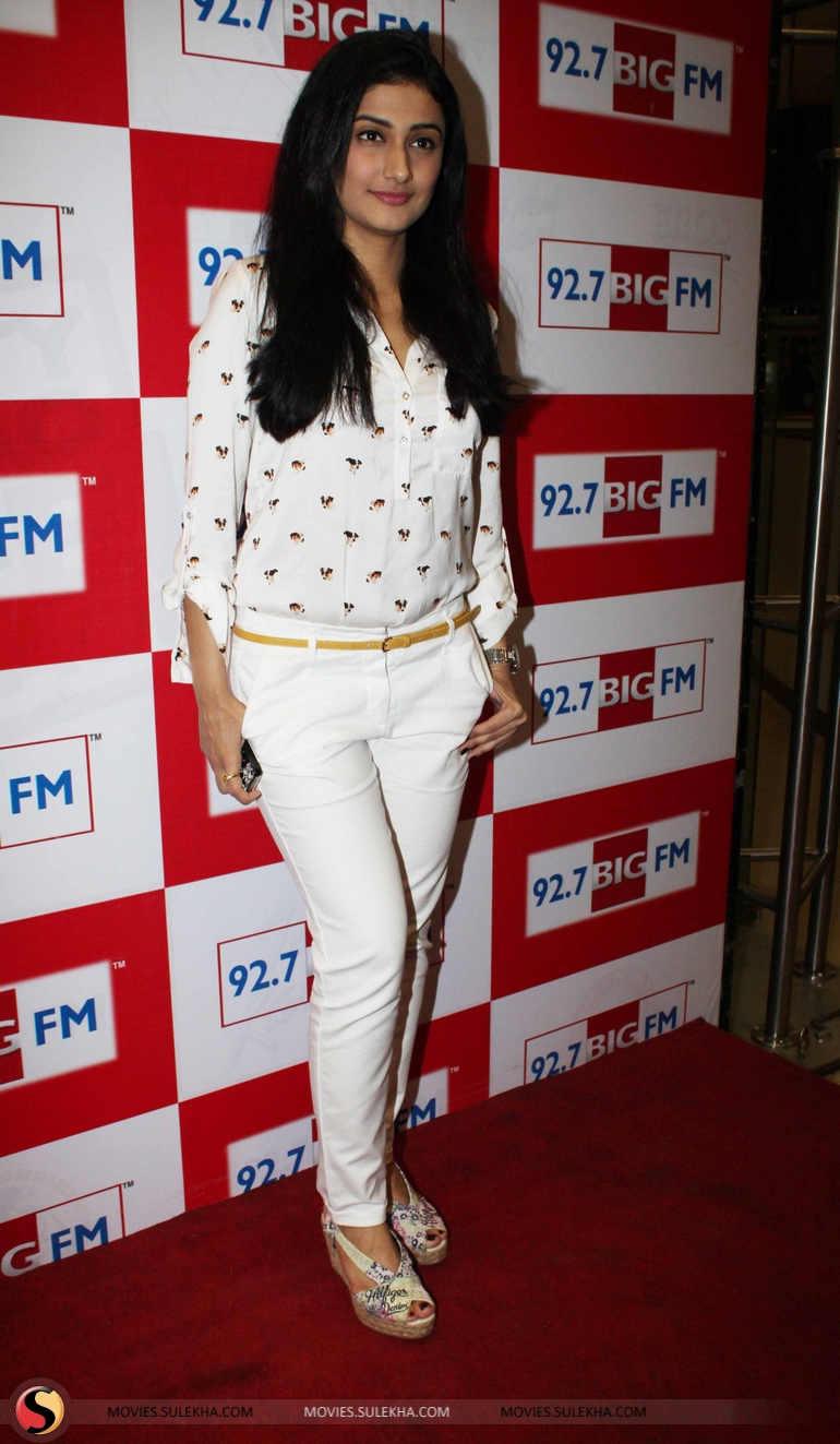 Ragini khanna pictures, images.