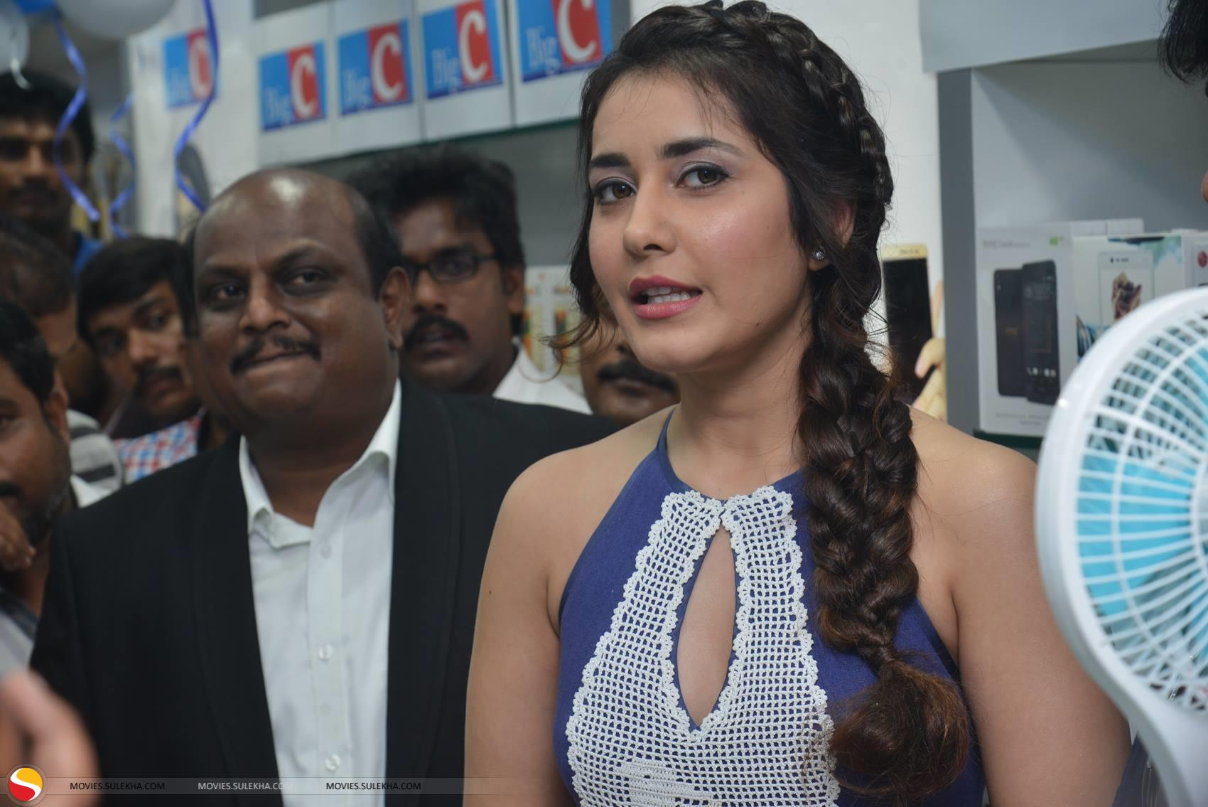 Page 17 of Rashi Khanna Launches Big C Mobile Store at