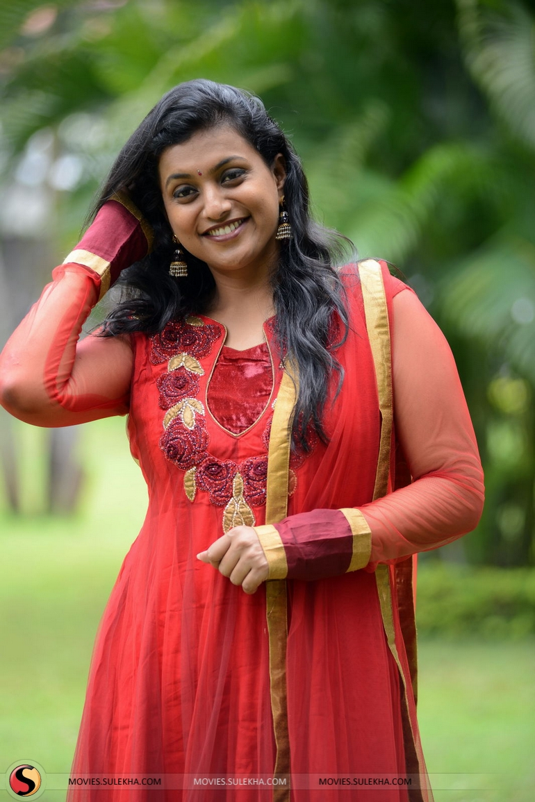 Does Nude photos of roja actress consider