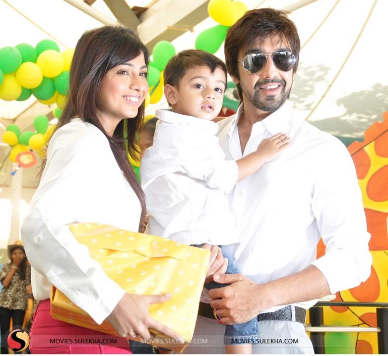 Page 22 of Sanjay Dutt and Manyata celebrate children's