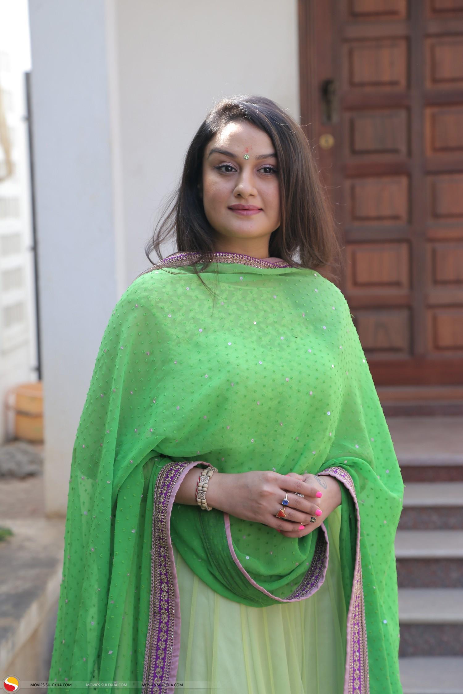 Sonia Agarwal Hot Photos