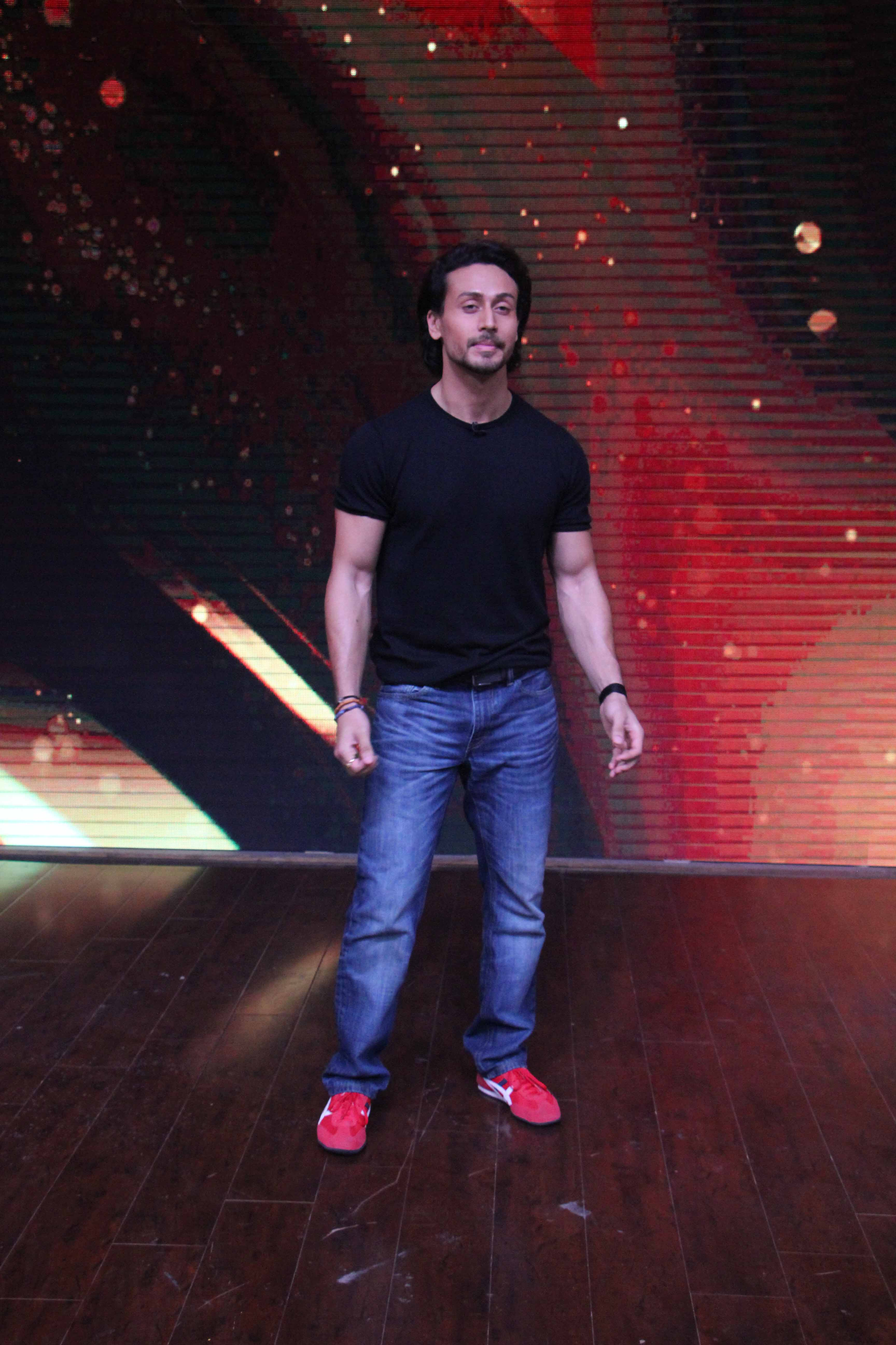 Page 2 Of Tiger Shroff Promotes Munna Michael On The Sets Of Sabse