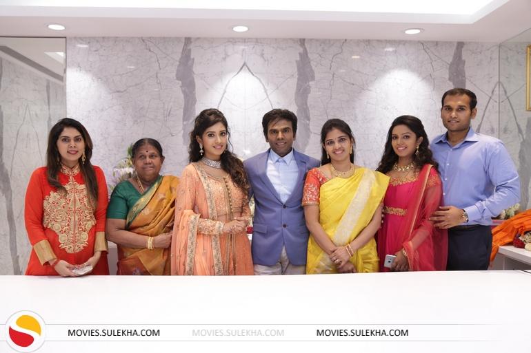 Page 4 Of Vaitamuthu Others Snapped At Saravana Stores Padi